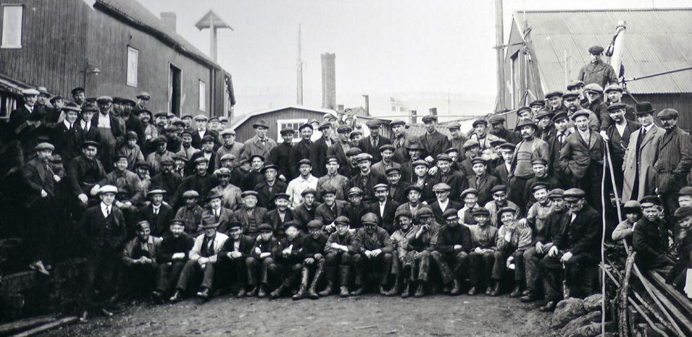 © J.H Wennberg/PEM Trabajadores y oficiales en los astilleros de Tromsø 1935