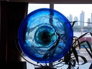 Azamara Journey: Visión ágica de Buenos Aires a través de un gran disco de cristal azul - Foto Carmen Silveira