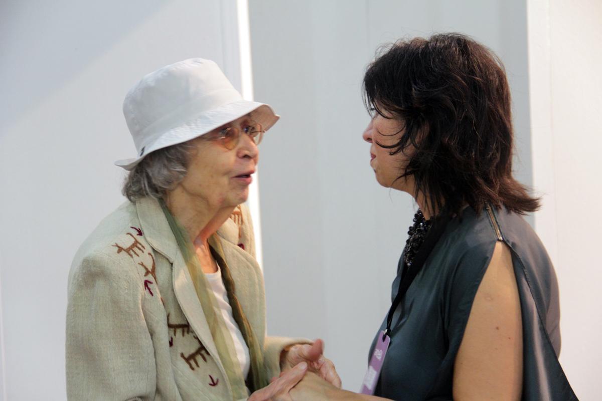 La artista Elda Cerrato y Teresa Riccardi, directora del Museo Sívori