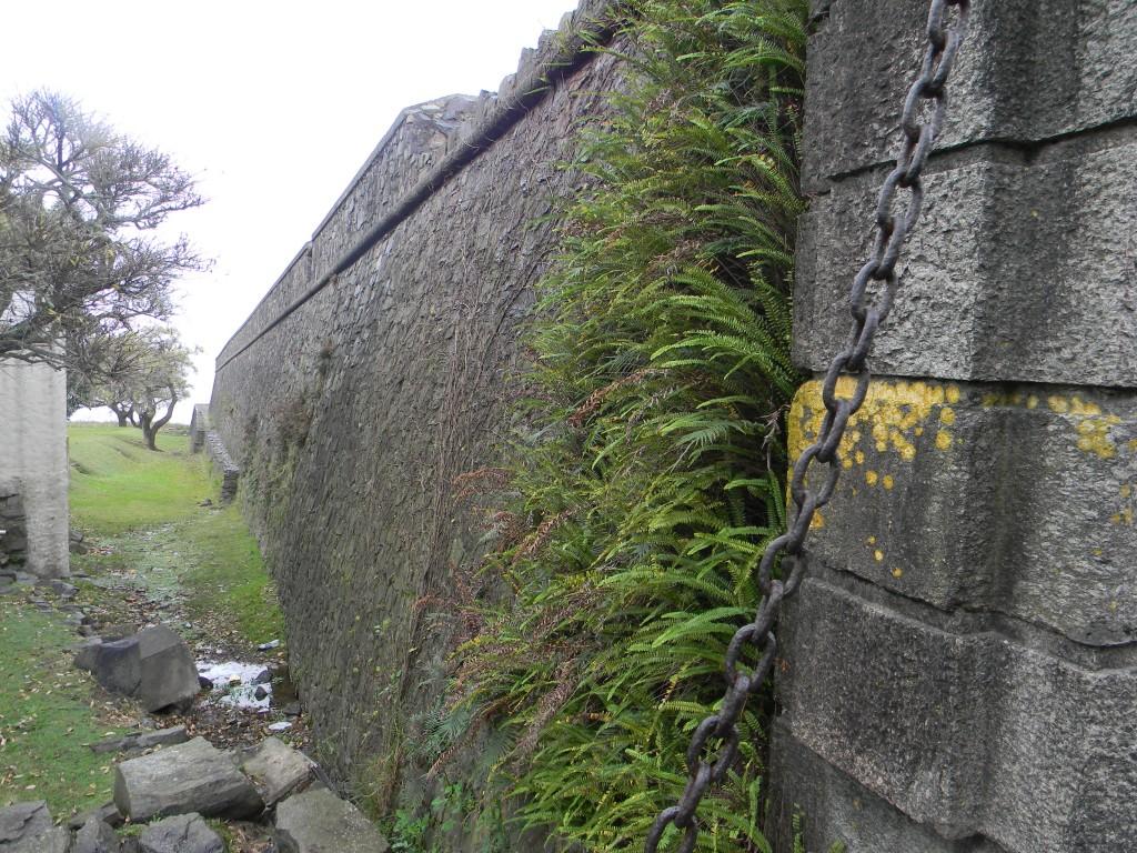 Las altas murallas portuguesas encierran un pasado lusitano y otro totalmente rioplatense - Foto Carmen Silveira