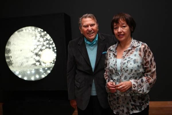 Gyula Kosice y María José Herrera en la inauguración de Real / Virtual. Crédito de foto: Arsomnibus